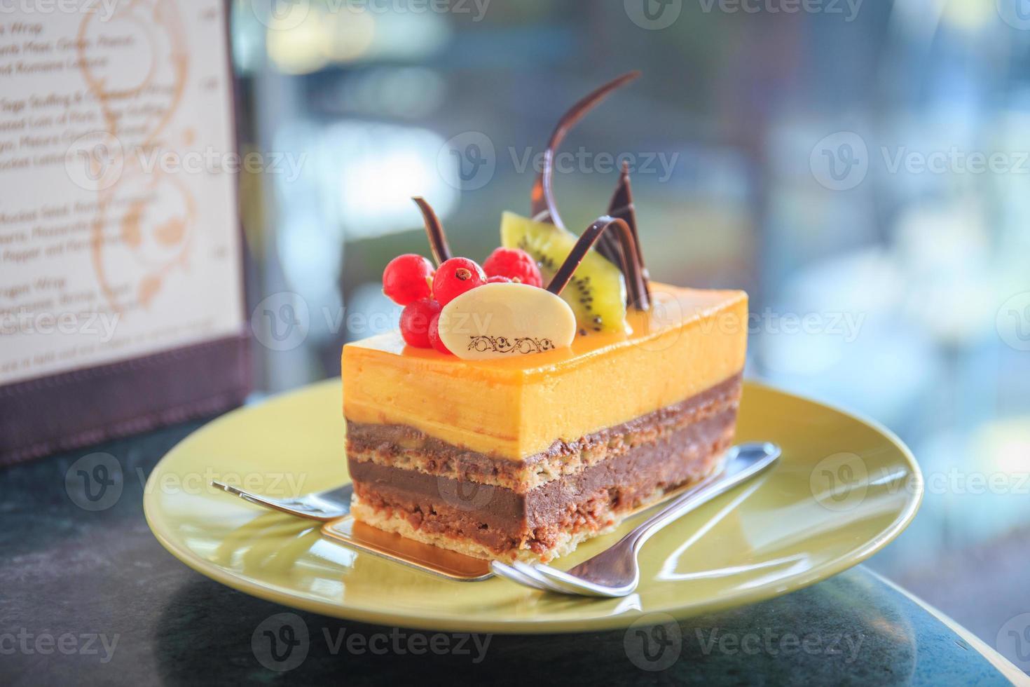 grädde tårta med frukt foto