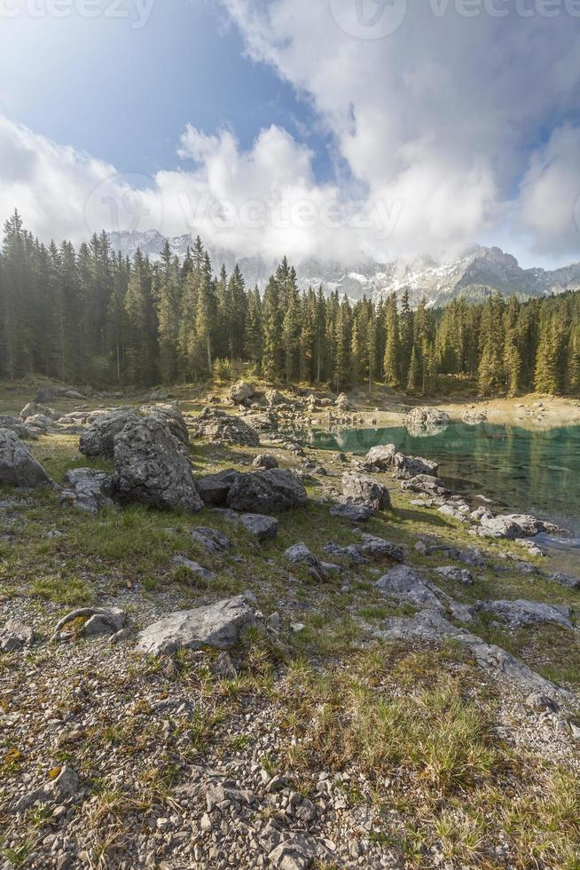 Lake Carezza dolomites foto
