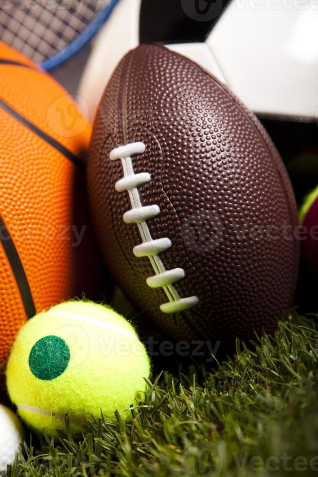 sportutrustning och bollar foto