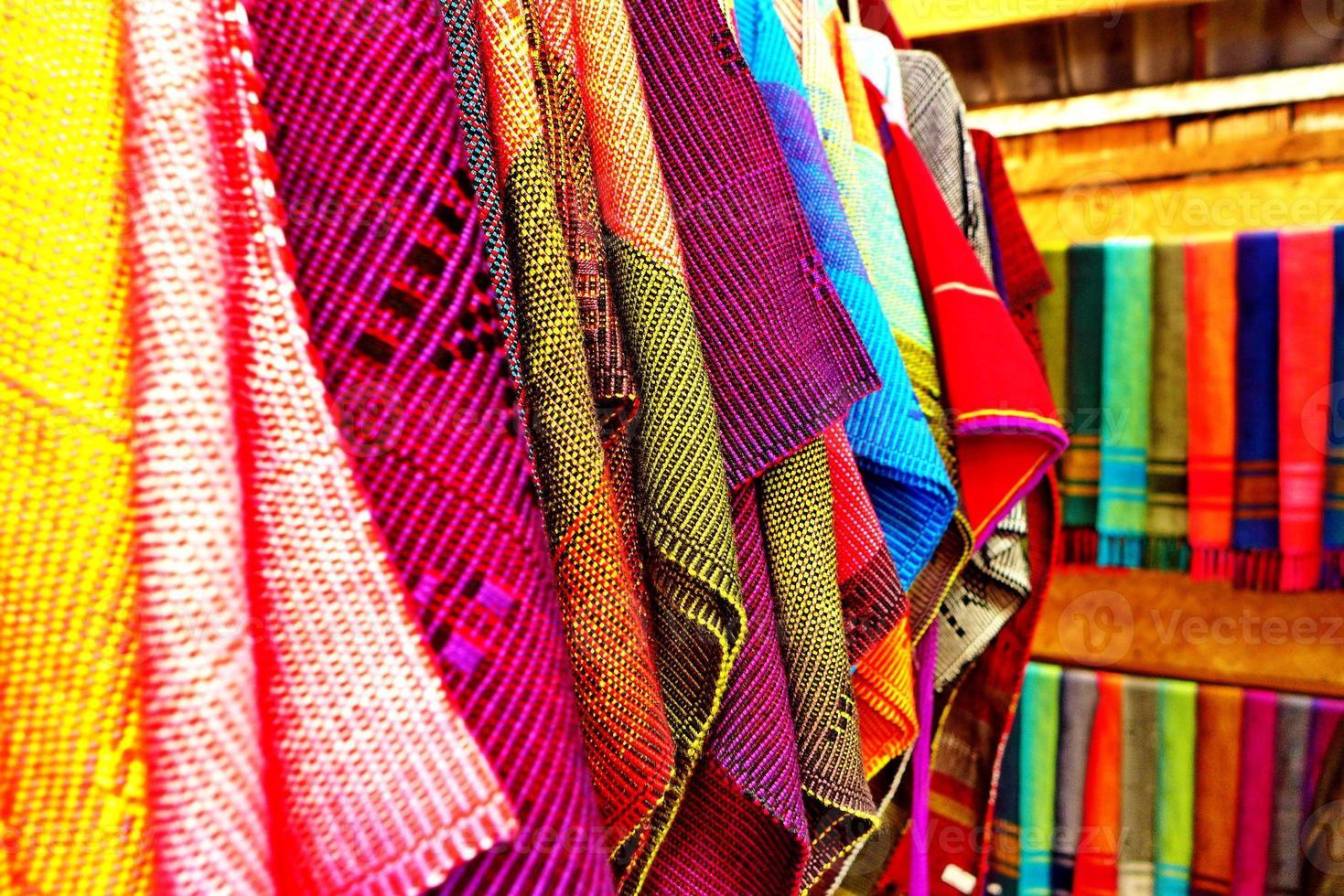 thailändskt tyg i chiangmai foto