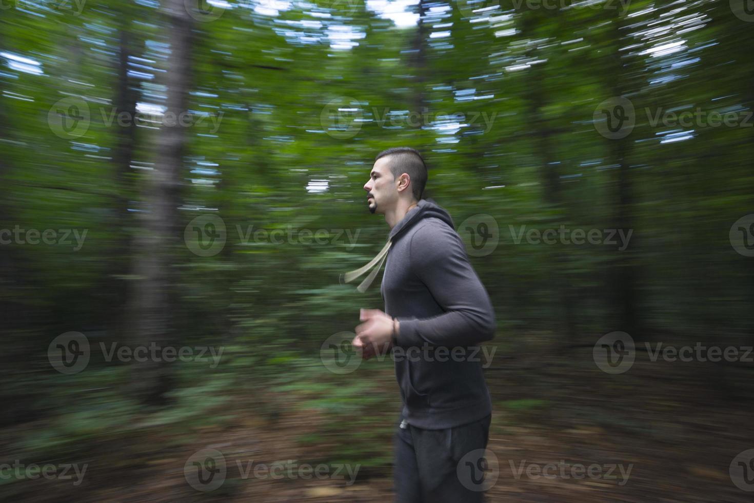 ung man springer foto