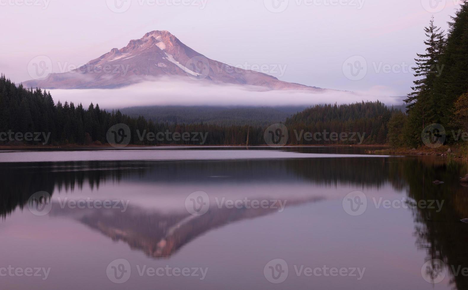 mt huva slät reflektion Trilliumsjön Oregon territorium foto