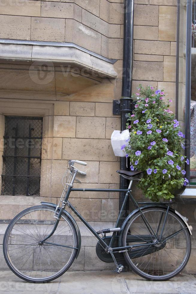 svart cykel i cambridge foto