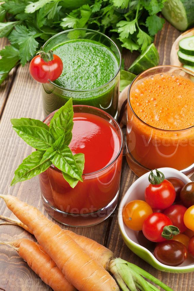 färsk grönsakssmoothie foto