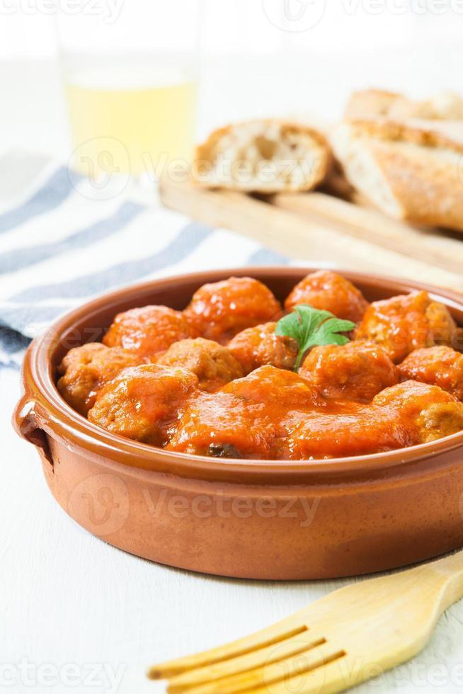 köttbollar med tomat foto