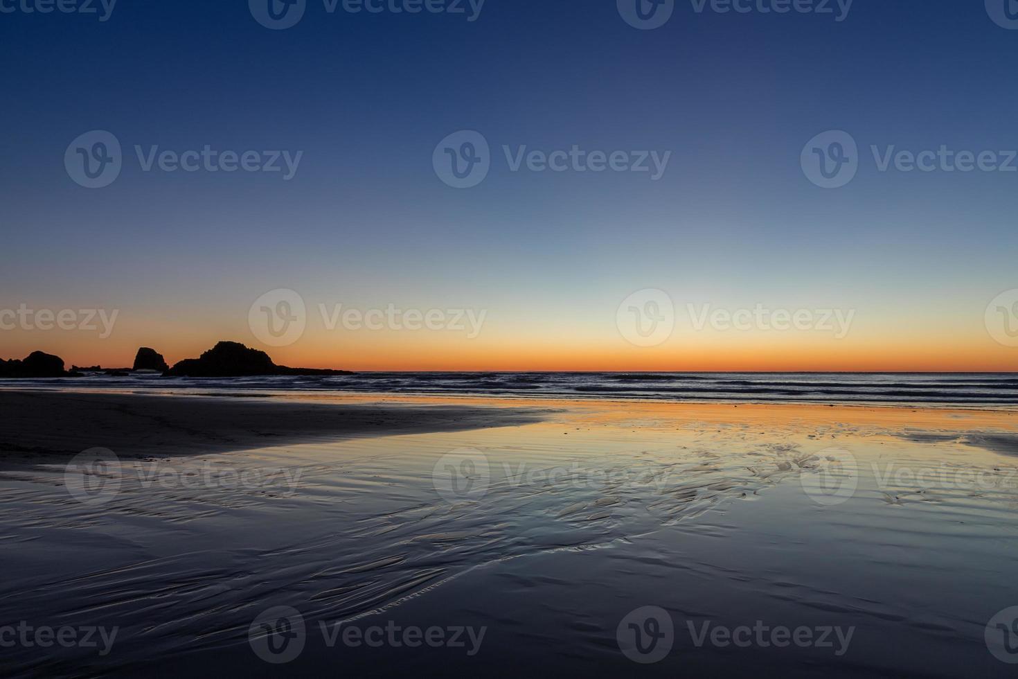 orange på stranden på ecola foto