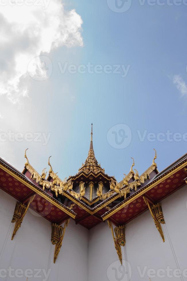 tempeltak på wat phra kaew, bangkok, Thailand foto