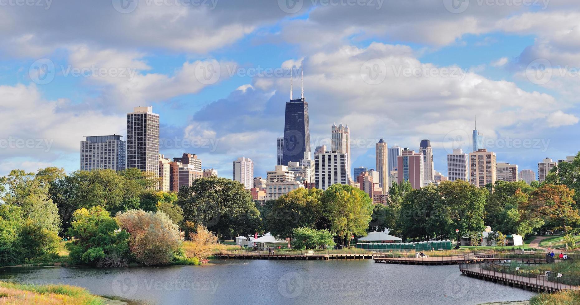 lång avstånd utsikt över chicago skyline foto