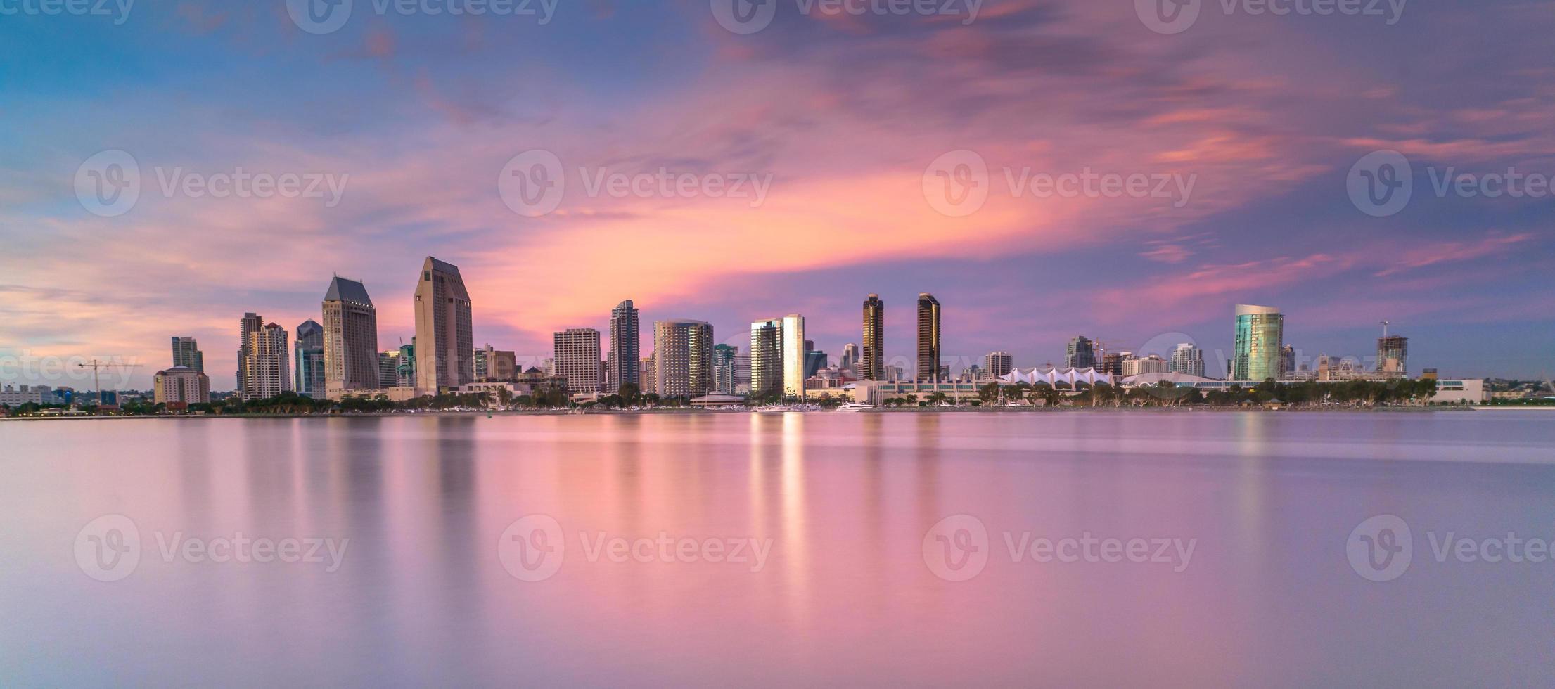 san diego skyline vid solnedgången foto