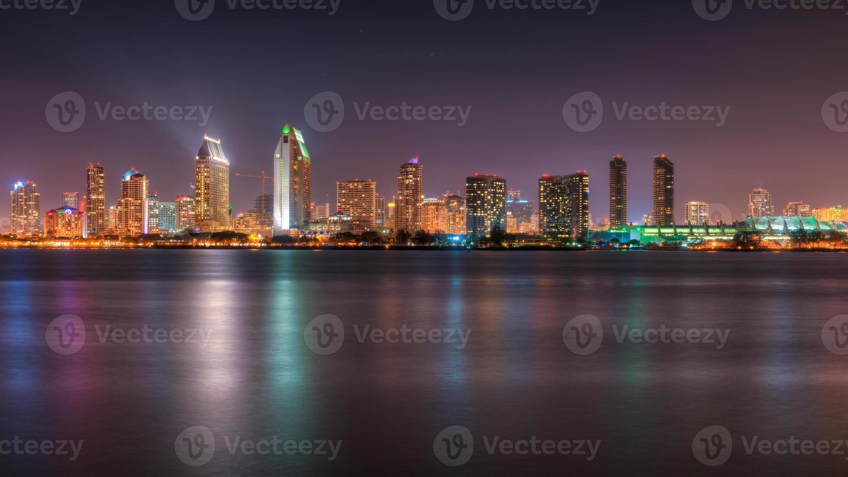 san diego skyline i skymningen foto