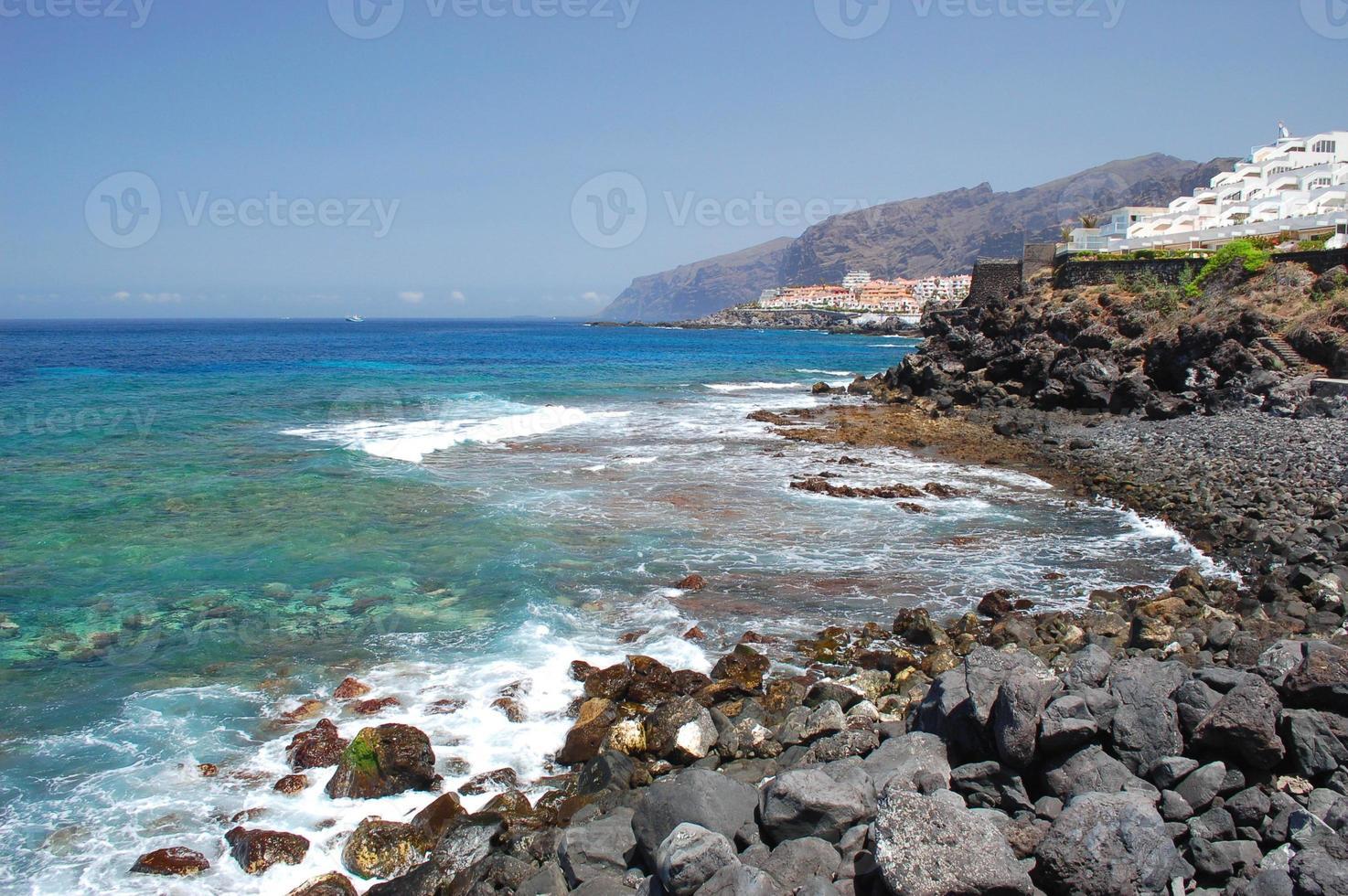 natursköna kustlandskap i Puerto de santiago, tenerife, Spanien foto
