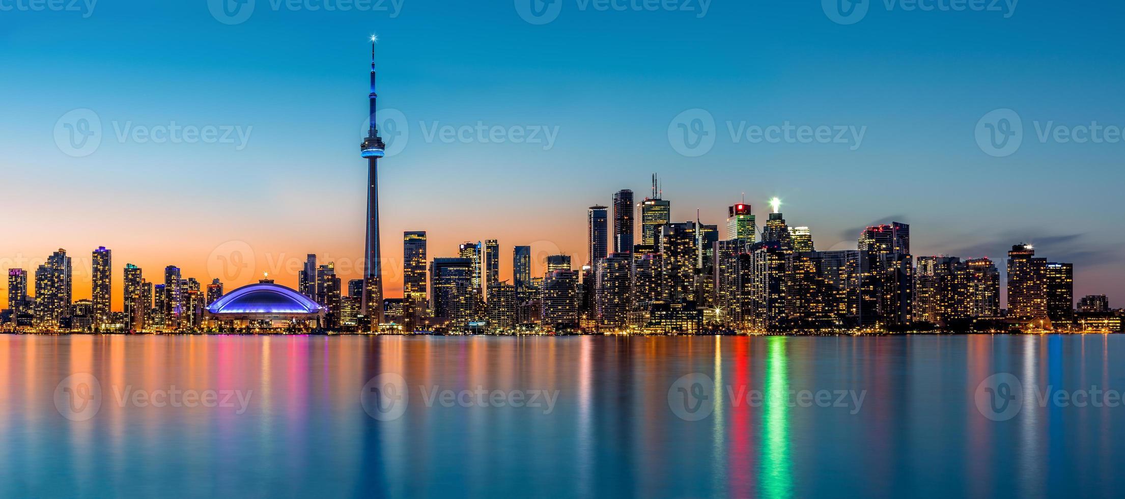 toronto panorama i skymningen foto