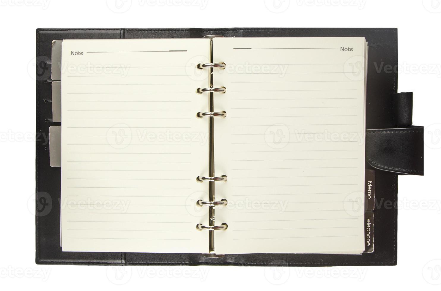 tom anteckningsbok med svart omslag isolerad på vitt foto
