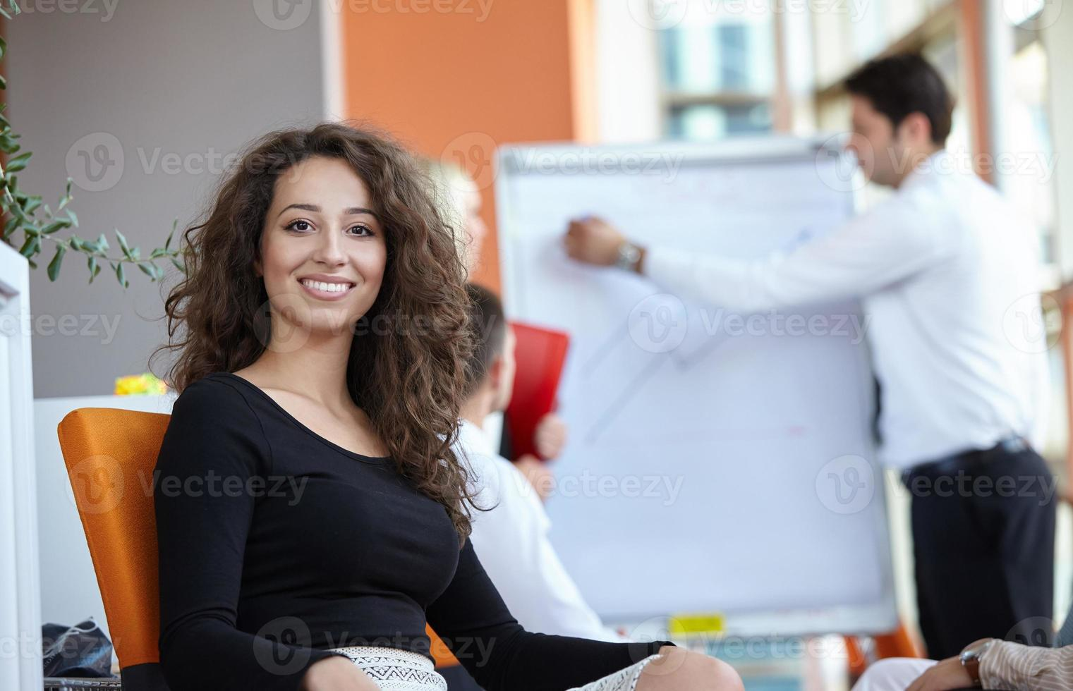 affärspartners diskuterar foto