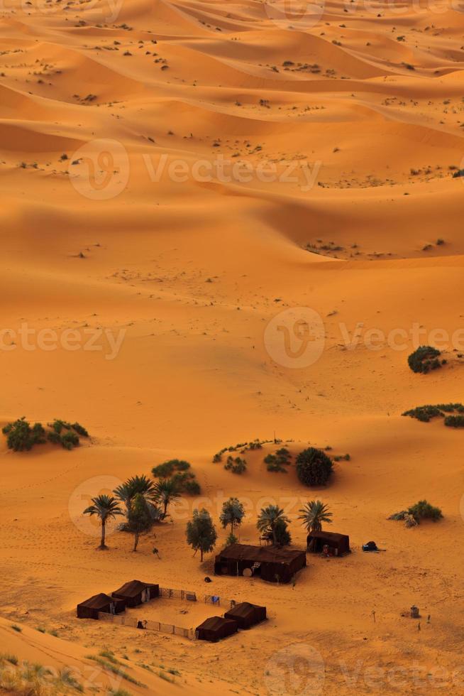 Flygfoto över sahara och beduinlägret, Marocko foto