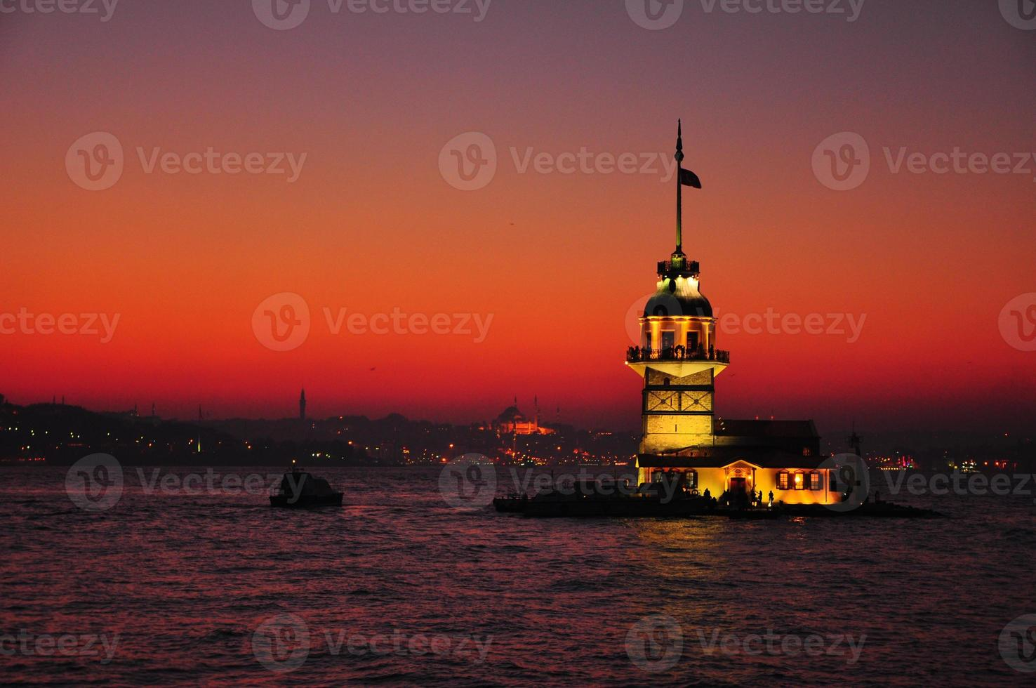 jungfru tornet i solnedgången foto