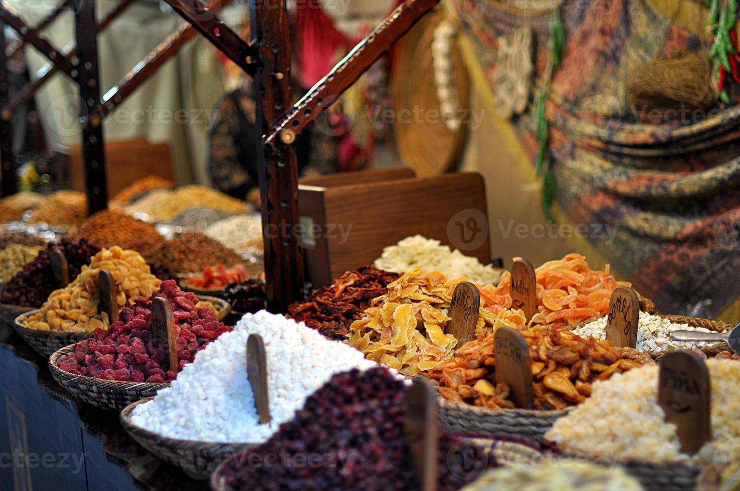 orientaliska godis på marknaden foto