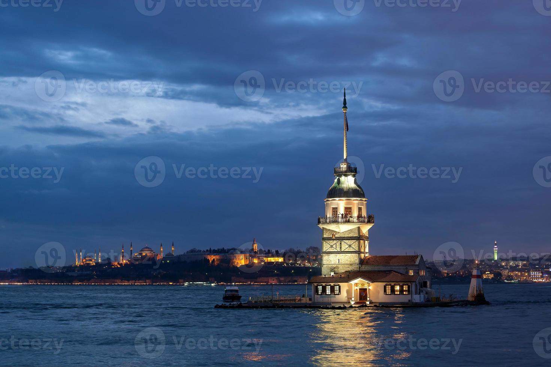 piga torn på natten foto