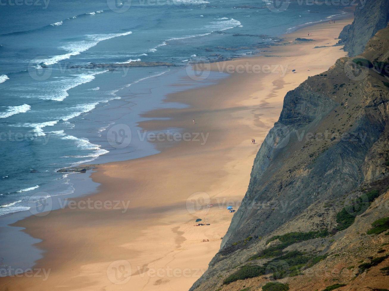 cordoama beach nära vila do bispo, algarve foto