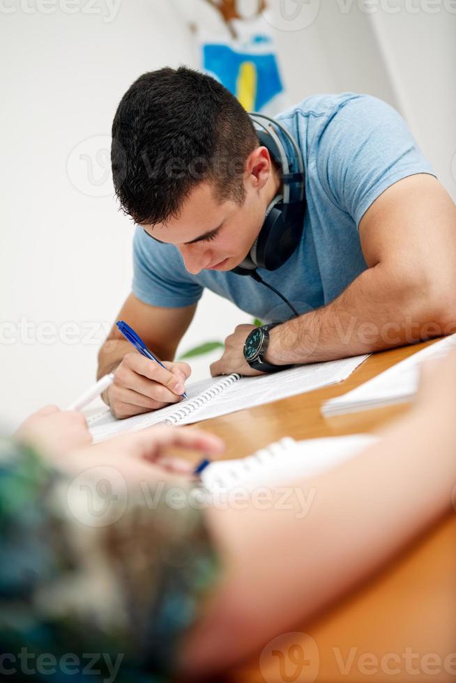 student som har ett test foto