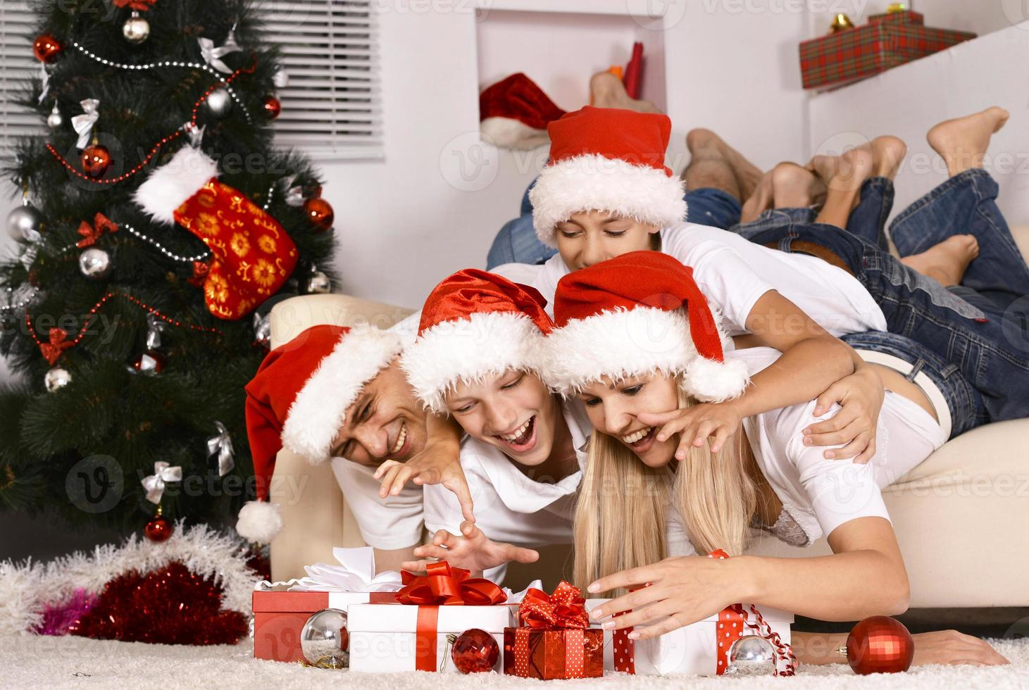 lycklig familj firar foto
