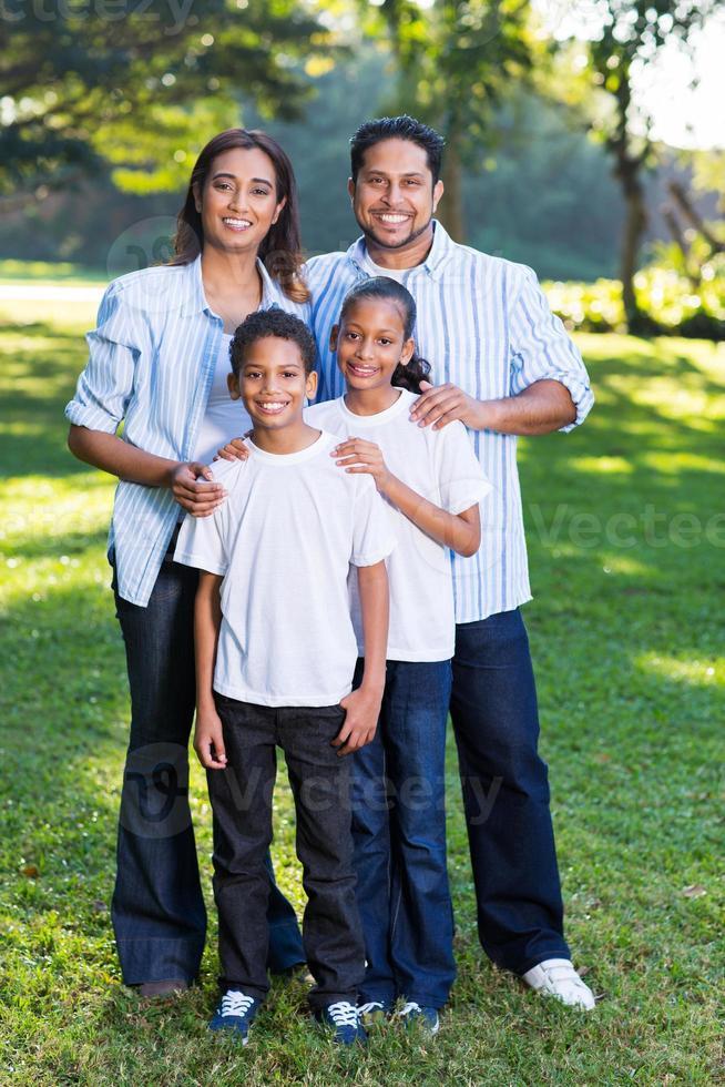 ung indisk familj foto