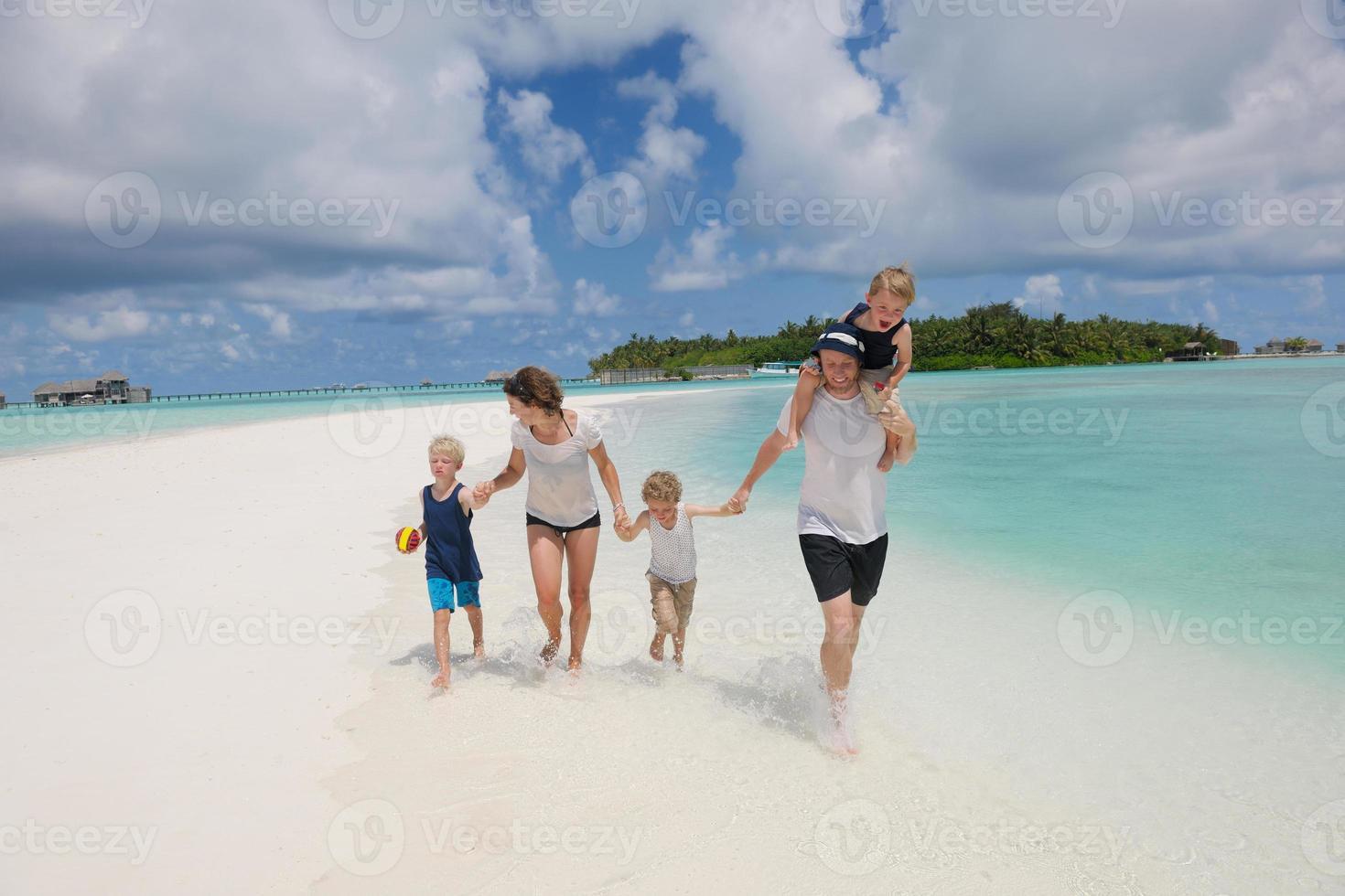 lycklig familj på semester foto