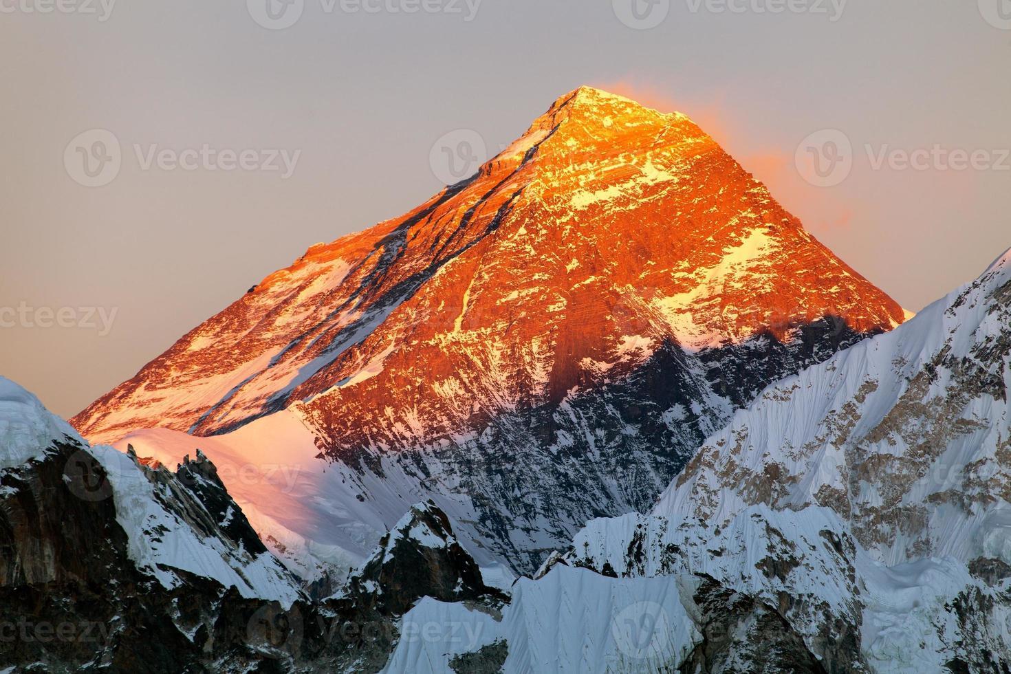 kvällsvy av Mount Everest från Gokyo Valley foto