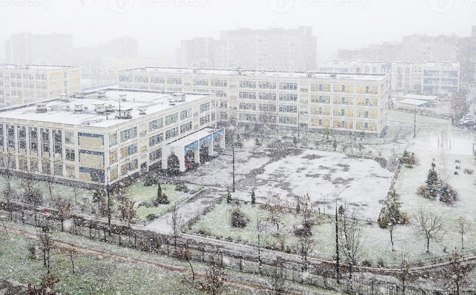 första snöstorm i Moskva, Ryssland foto