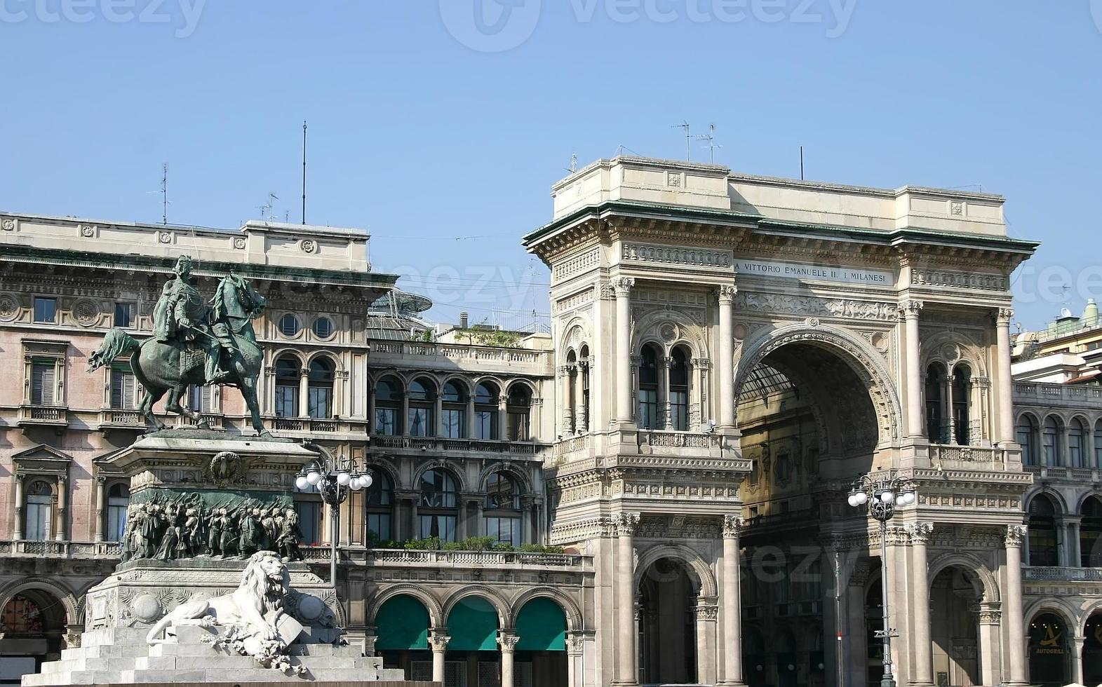 vittorio emanuele ii gallery, milan, italy foto