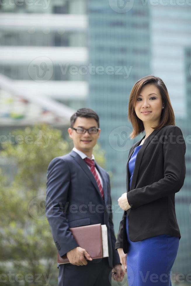 porträtt av asiatiska affärspartners. foto