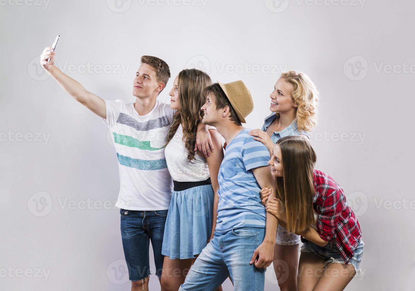 vackra unga människor foto