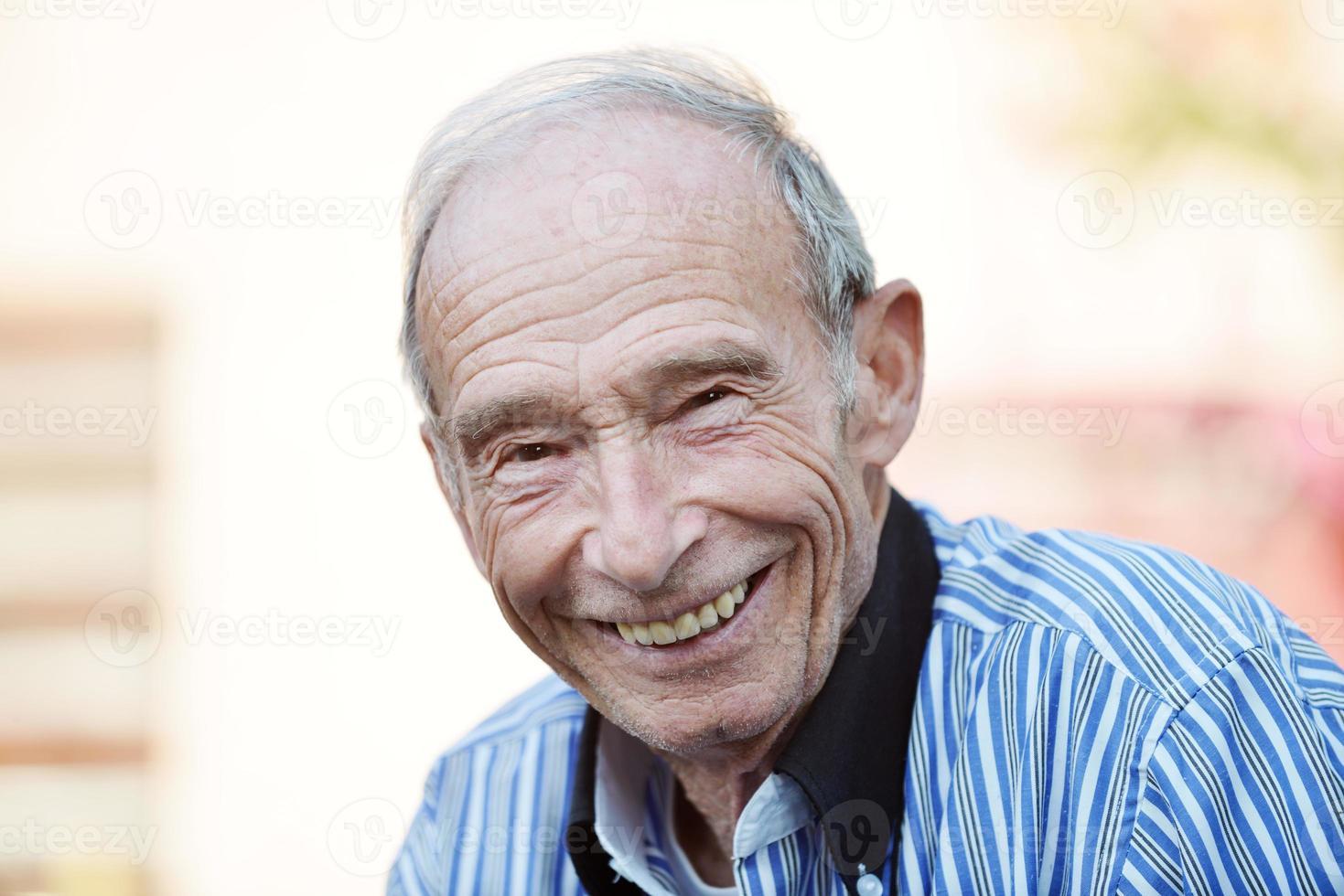 porträtt av en gammal man foto