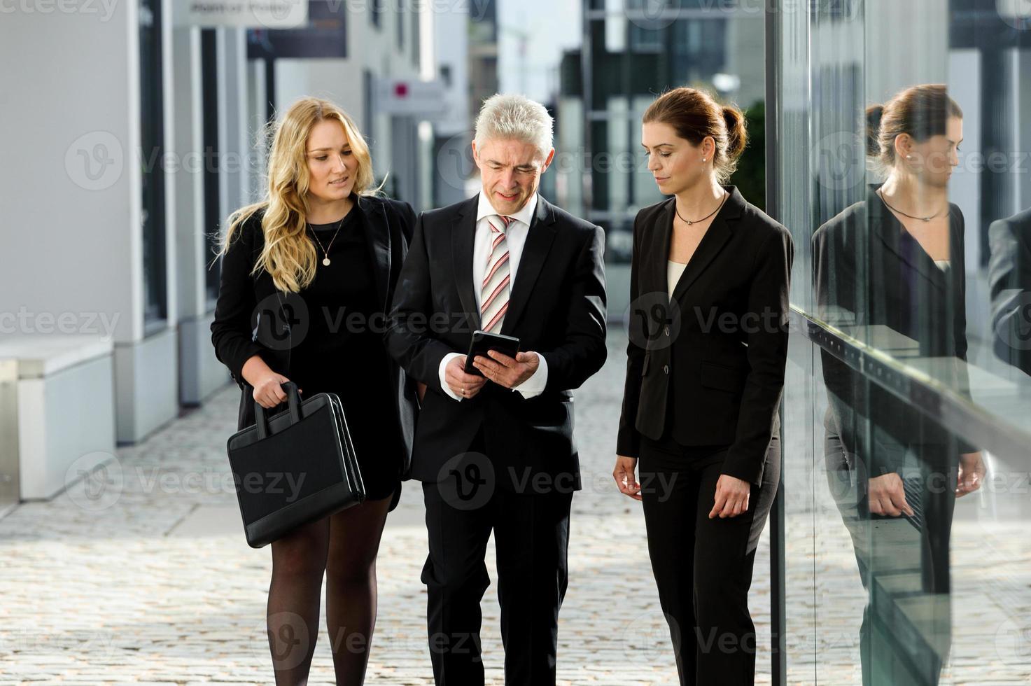 kvinnlig businesstalk foto