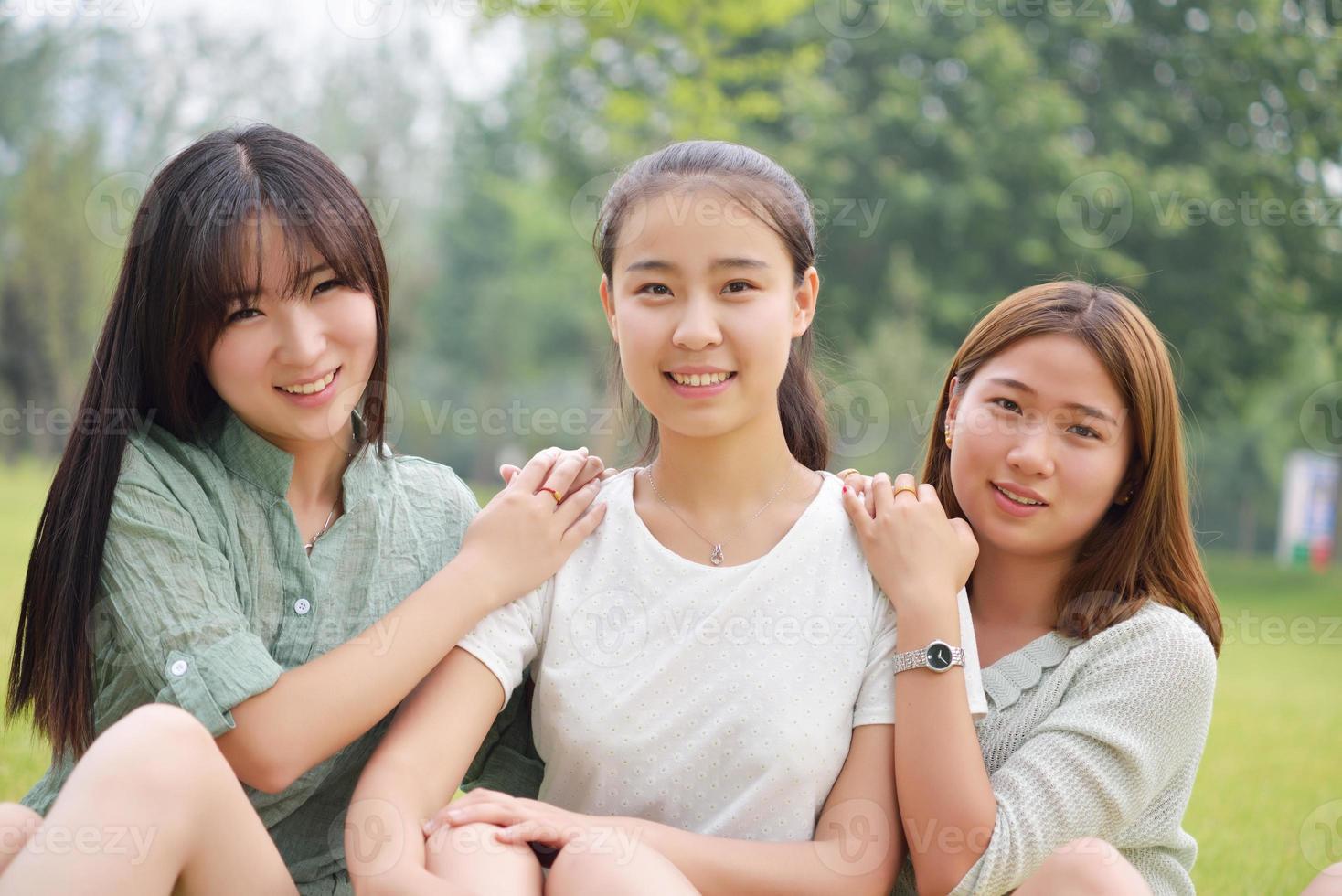 tre kvinnliga studenter foto