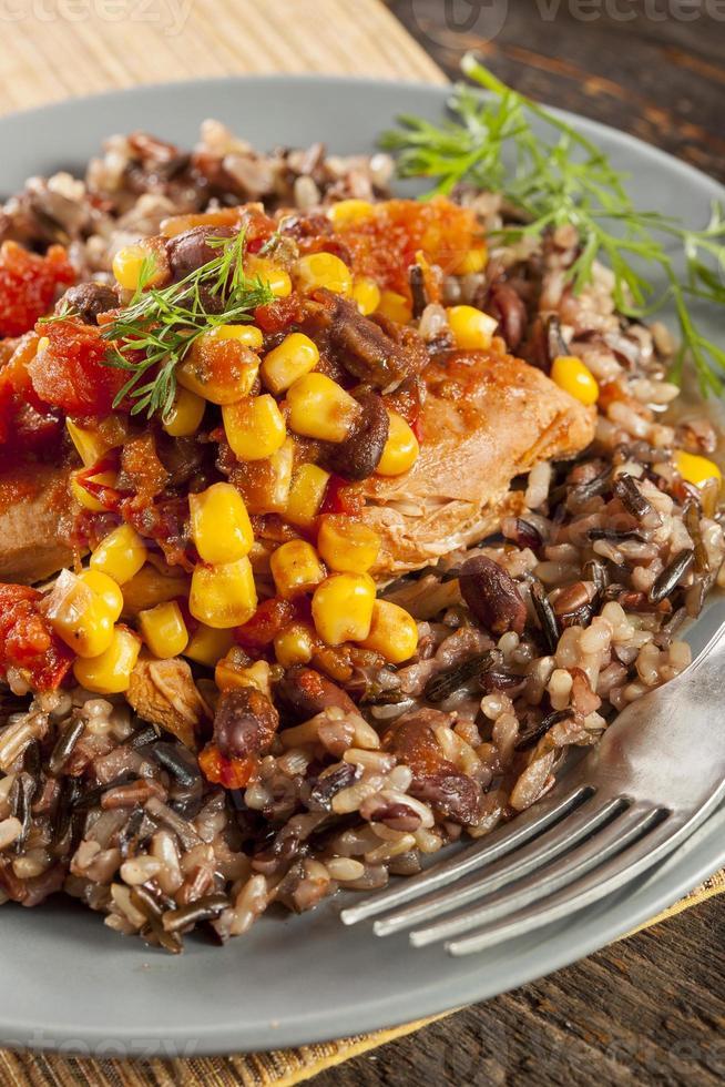 sydvästra kyckling med ris och majs foto