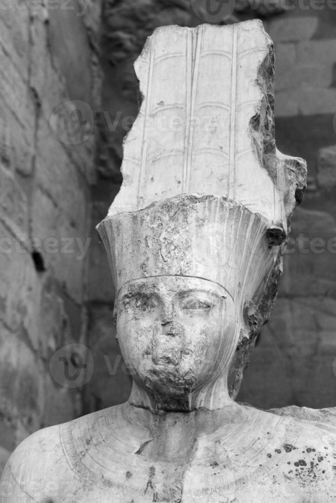 tutankhamun staty, luxor tempel, Egypten foto