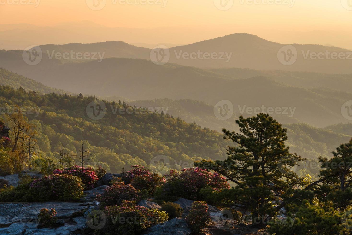 linville gorge soluppgång från skorstenarna foto