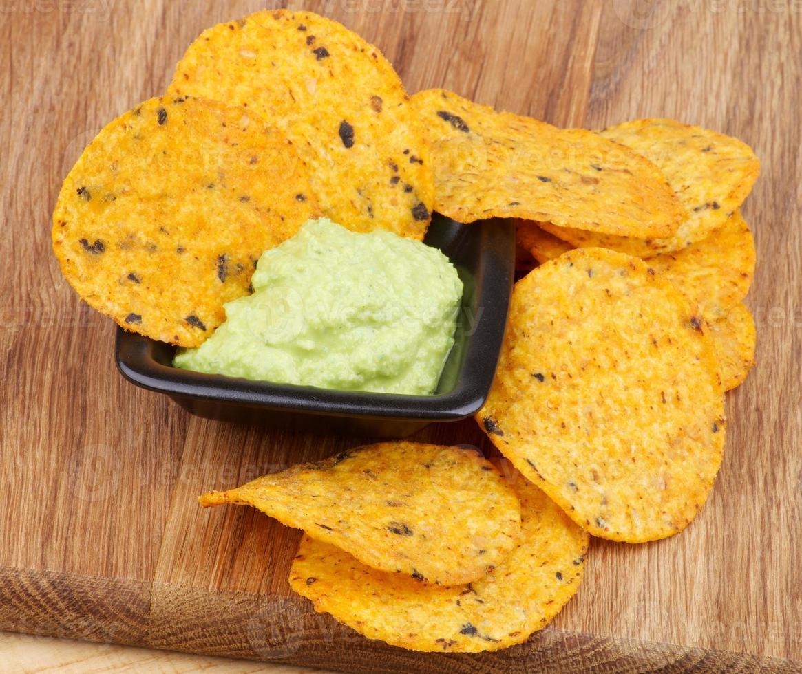 chips och guacamole foto