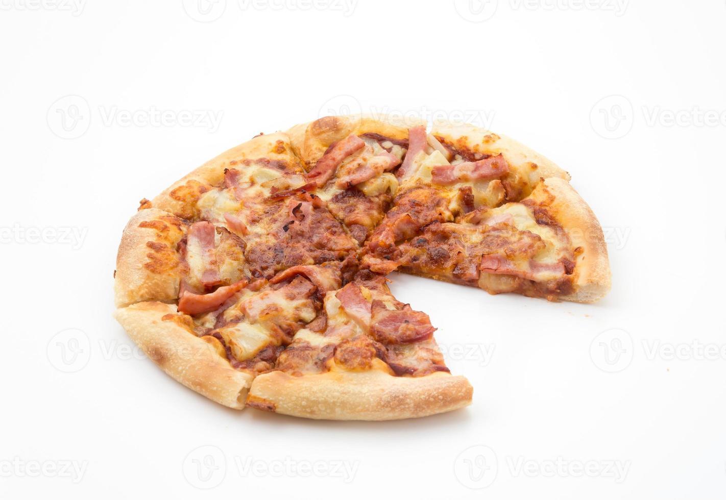 hawaiian pizza isolerad på vit bakgrund foto