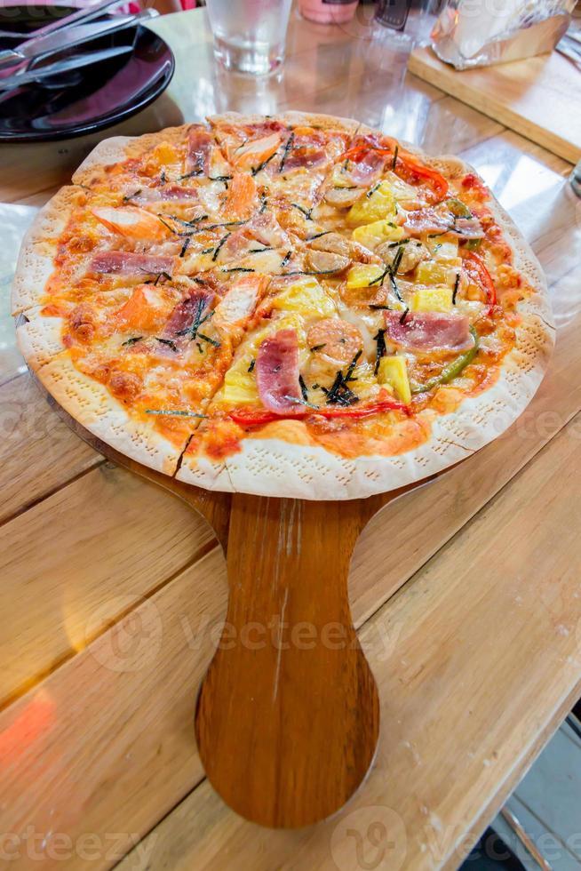 hemlagad hawaiiansk pizza foto