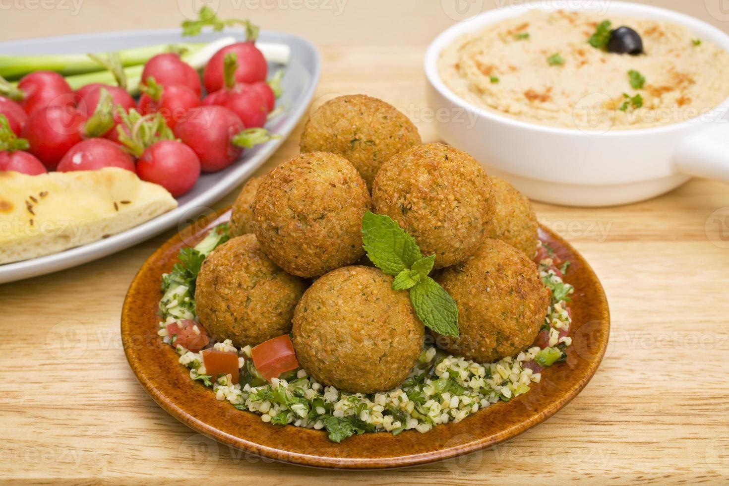 falafel och tabbouleh foto
