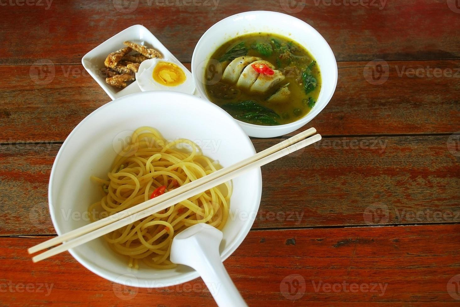 grön curry bläckfisk foto