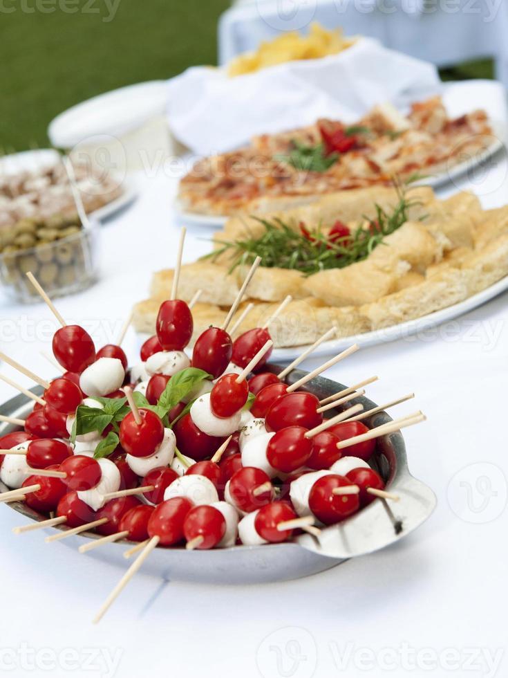 bord med mat foto