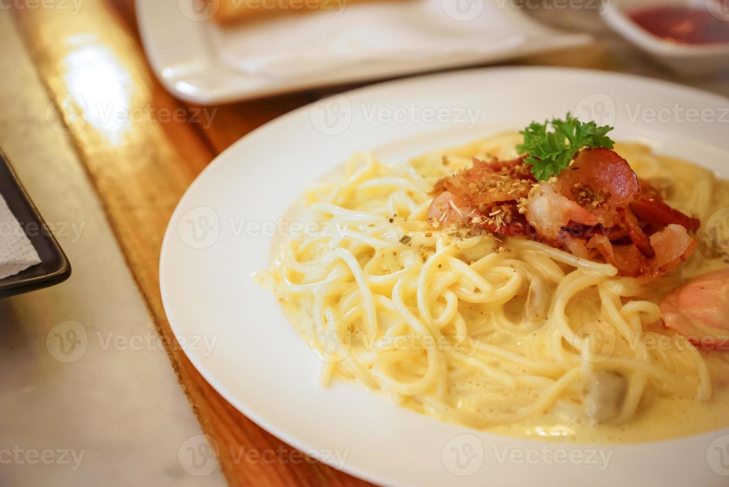 spaghetti carbonara recept. foto
