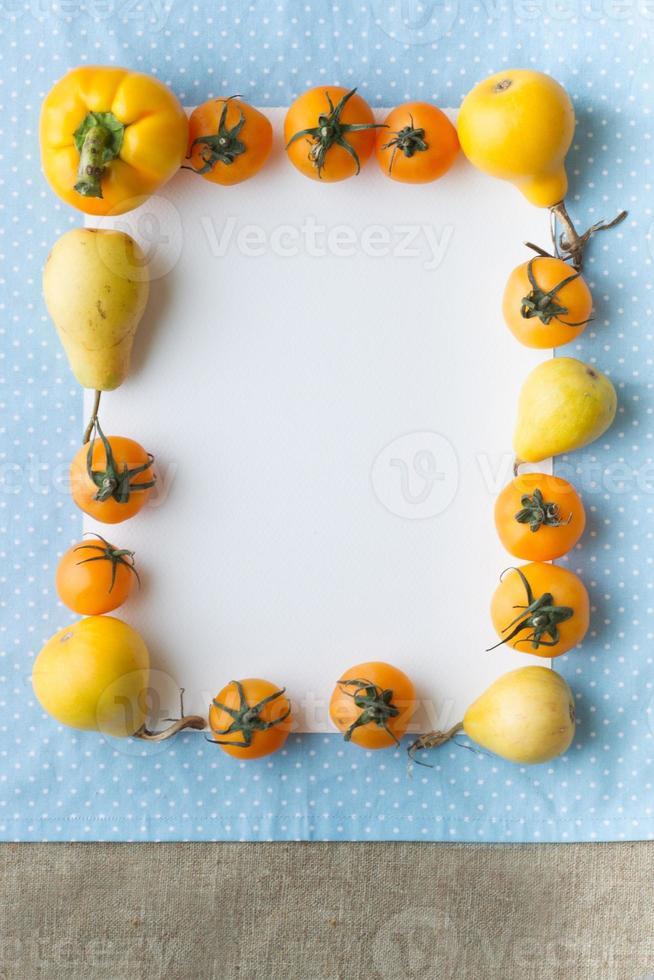 frukt och grönsaker med tomt recept tomt foto