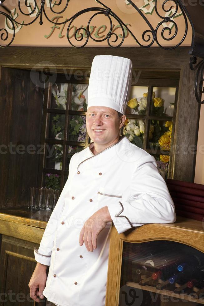 porträtt av kocken i restaurangen foto