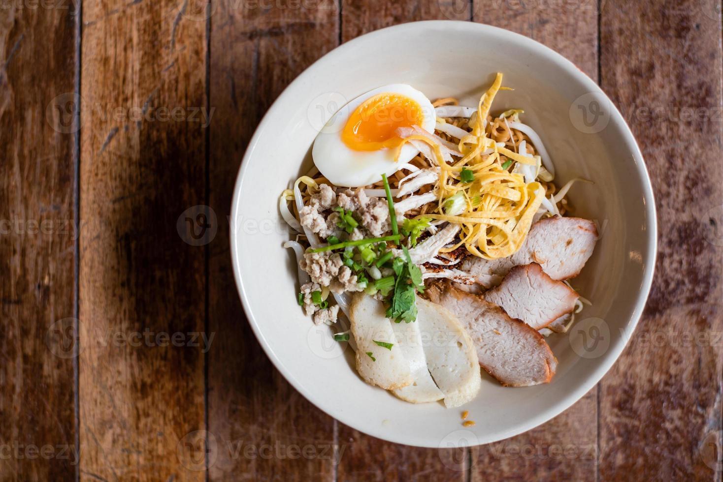 thailändsk äggnudel foto