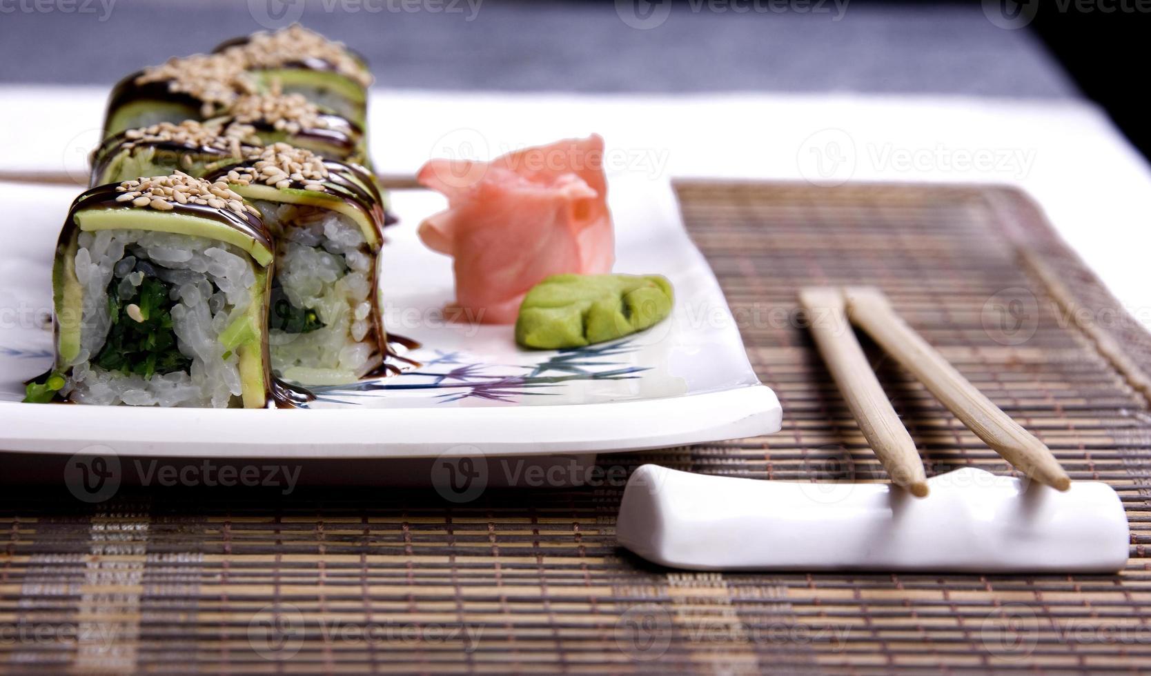 sushi tallrik foto