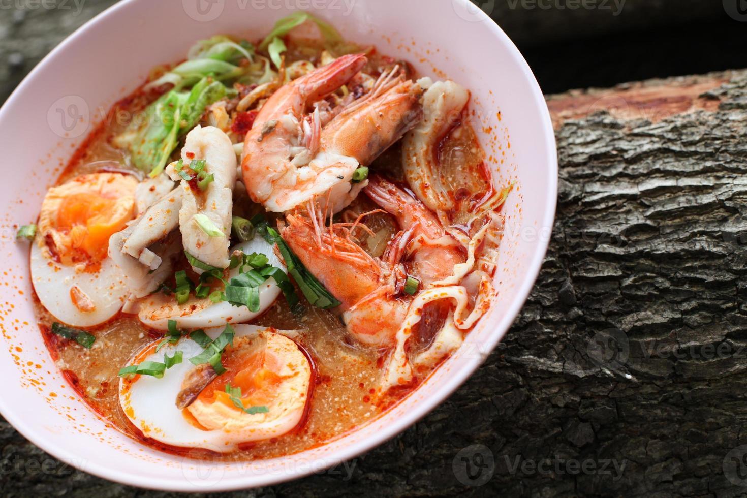 tom yum kung thai matkryddor och smaskiga foto